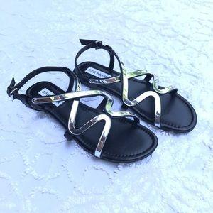NWOT Steve Madden Flat Black and Silver Sandals 8